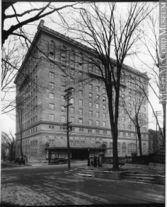 The Ritz-Carlton Hotel in 1915. Wm. Nottman & Sons. Copyright: McCord Museum. To learn more, click on the image.